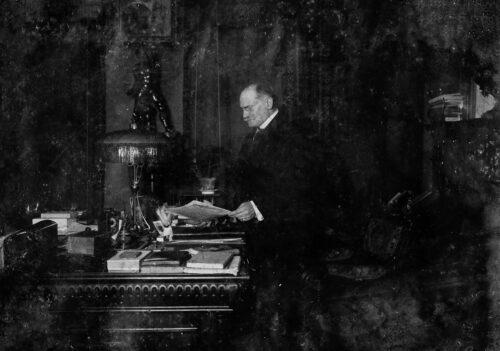 Benno Mühsam at his desk, undated