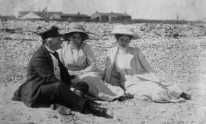 Benno and Martha Mühsam with a friend, undated