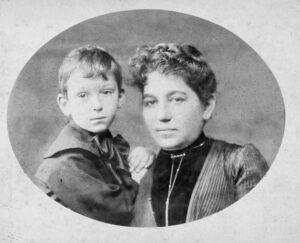 Martha Mühsam with her son Ernst, undated