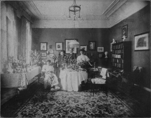 The Mühsam family in 1907 on Charlotte's 18th birthday. From left to right: Ernst, Charlotte, Martha, Benno, and the nanny.