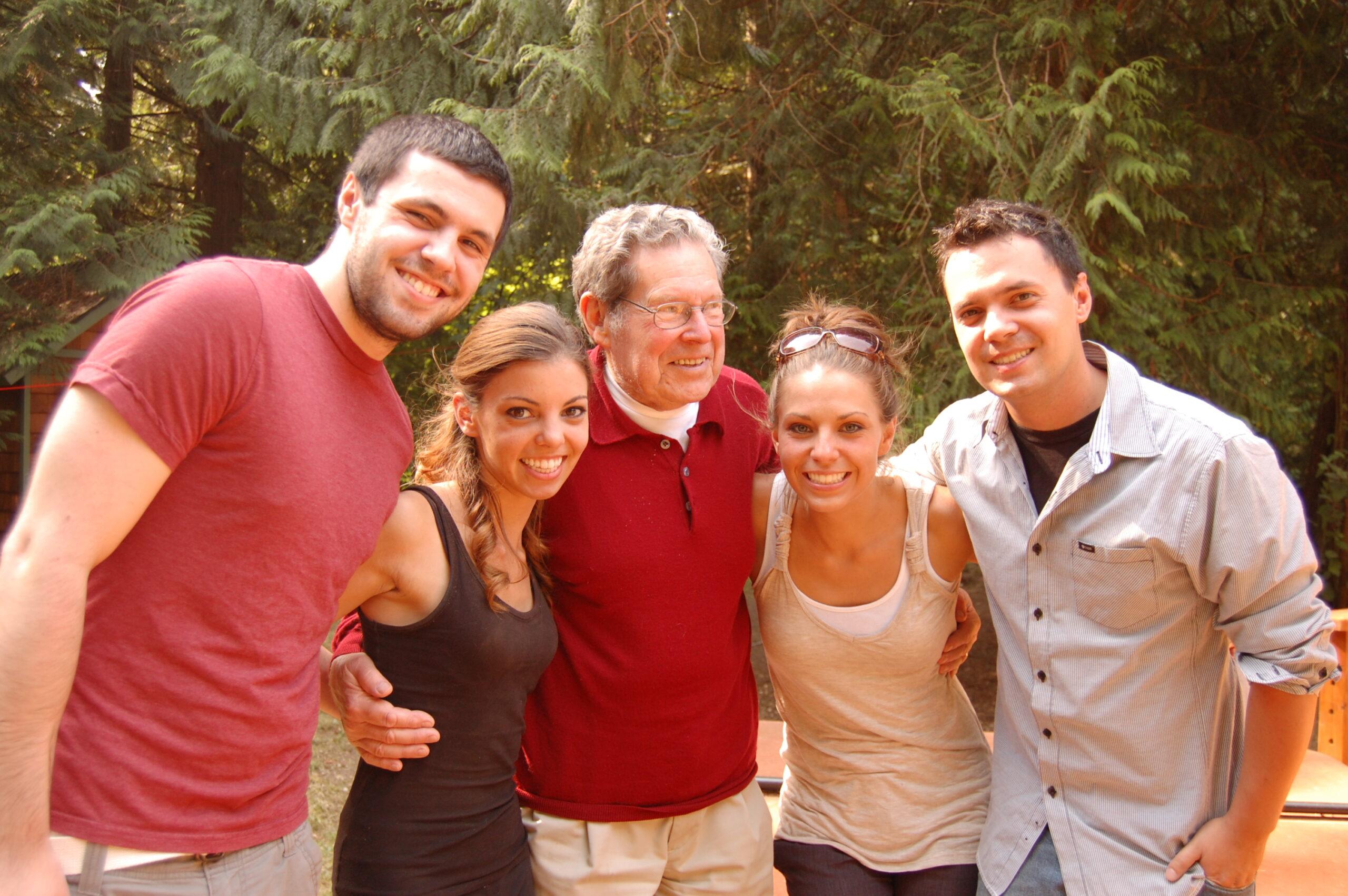 Abb. Thomas Heumann mit den vier Kindern von Carol Snider (2012) Foto: Carol Heumann Snider